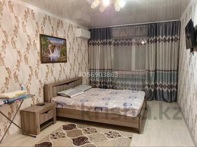 1-комнатная квартира, 50 м², 1/3 этаж посуточно, Евразия 110/2 за 6 000 〒 в Уральске — фото 5