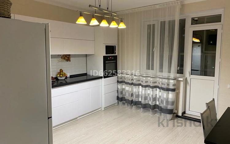 3-комнатная квартира, 93 м², 9/13 этаж, Е-10 1 за 31 млн 〒 в Нур-Султане (Астане), Есильский р-н