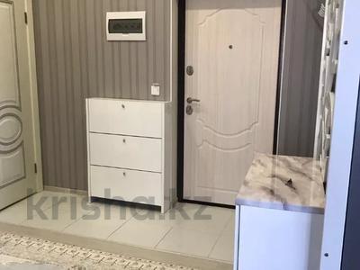 4-комнатная квартира, 90 м², 7/9 этаж помесячно, Касыма Аманжолова за 150 000 〒 в Нур-Султане (Астана), Алматинский р-н