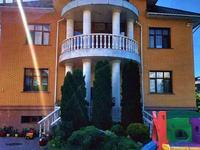 8-комнатный дом помесячно, 450 м², 10 сот.