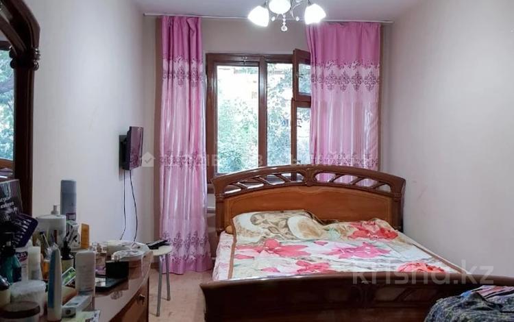 2-комнатная квартира, 45 м², 4/4 этаж, мкр №10, Мкр №10 — Шаляпина за 16 млн 〒 в Алматы, Ауэзовский р-н