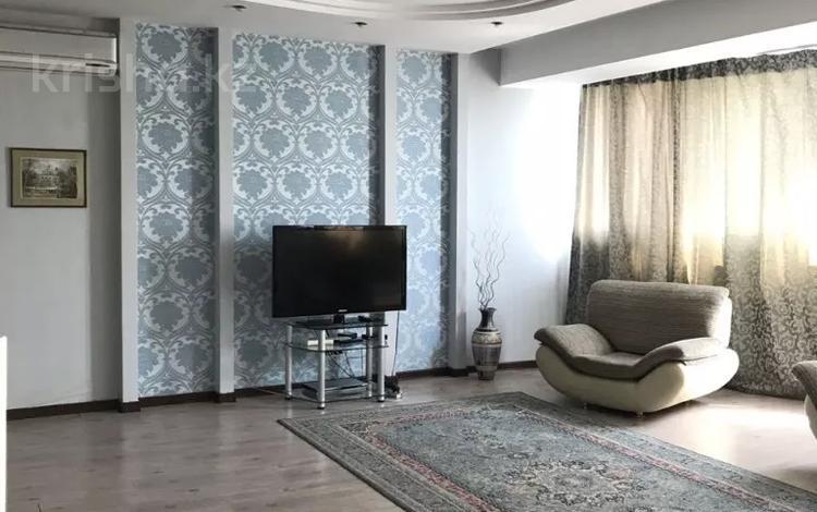 2-комнатная квартира, 120 м², 11 этаж посуточно, Мкр. Самал-2 58 — Назарбаева за 13 000 〒 в Алматы