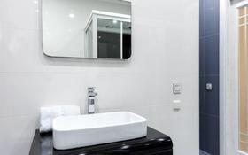 2-комнатная квартира, 85 м² помесячно, Кабанбай батыра 87 за 600 000 〒 в Алматы