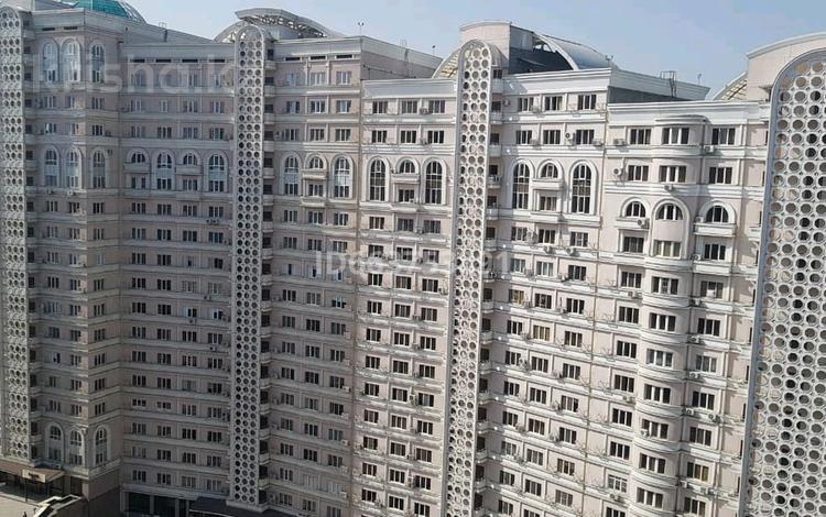 2-комнатная квартира, 76 м², 16/16 этаж помесячно, мкр Орбита-1, Навои 208 — Торайгырова за 220 000 〒 в Алматы, Бостандыкский р-н