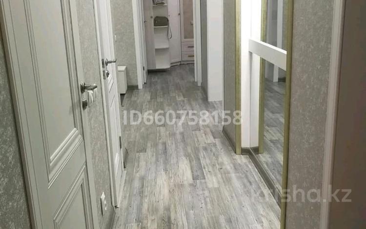 3-комнатная квартира, 83 м², 3/3 этаж, улица Тауелсиздик — Урицкого за 23 млн 〒 в Костанае