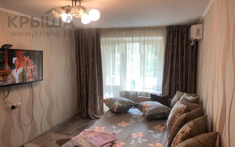 1-комнатная квартира, 38 м², 2/5 этаж посуточно, Абая 135 за 8 000 〒 в Таразе