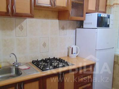 1-комнатная квартира, 45 м², 2/5 этаж посуточно, Бухар жырау 52 за 7 000 〒 в Караганде, Казыбек би р-н — фото 2