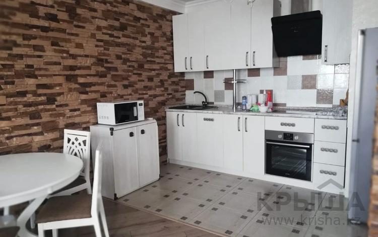 3-комнатная квартира, 130 м² помесячно, Минина 24 за 300 000 〒 в Алматы