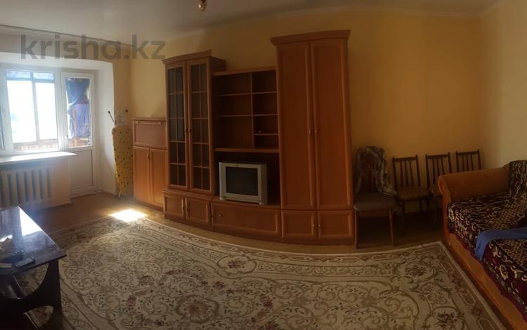 1-комнатная квартира, 33 м², 5/5 этаж, Мухтара Ауэзова — Ыкылас Дукенулы за 8 млн 〒 в Нур-Султане (Астана), Сарыарка р-н