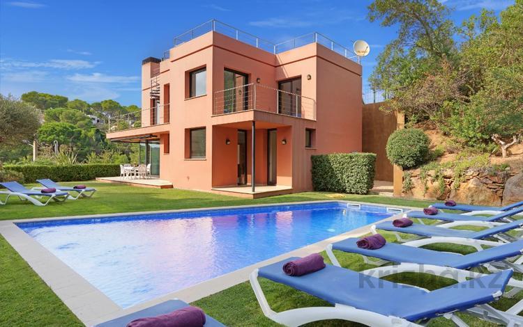 4-комнатный дом посуточно, 350 м², 850 сот., Port de Malaespina 15 за 68 000 〒 в Багуре