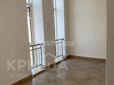 1-комнатная квартира, 42.5 м², 7/8 этаж помесячно, Кабанбай батыра 60/16 — Сауран за 120 000 〒 в Нур-Султане (Астана), Есиль р-н — фото 13