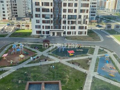 1-комнатная квартира, 42.5 м², 7/8 этаж помесячно, Кабанбай батыра 60/16 — Сауран за 120 000 〒 в Нур-Султане (Астана), Есиль р-н — фото 2