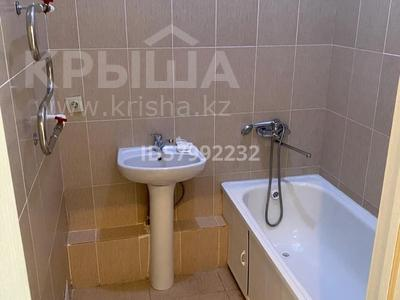 1-комнатная квартира, 42.5 м², 7/8 этаж помесячно, Кабанбай батыра 60/16 — Сауран за 120 000 〒 в Нур-Султане (Астана), Есиль р-н — фото 6