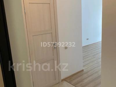 1-комнатная квартира, 42.5 м², 7/8 этаж помесячно, Кабанбай батыра 60/16 — Сауран за 120 000 〒 в Нур-Султане (Астана), Есиль р-н — фото 9