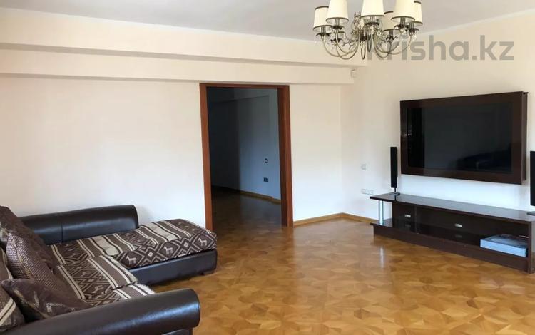 4-комнатная квартира, 130 м², 5/5 этаж помесячно, проспект Достык — Омаровой за 350 000 〒 в Алматы, Медеуский р-н