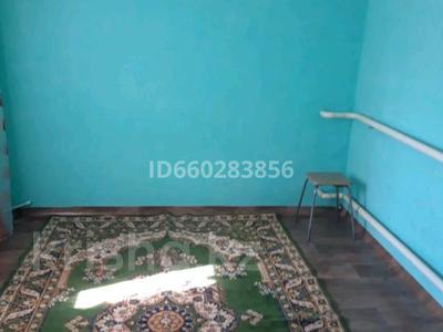 1-комнатный дом помесячно, 25 м², Баумана за 30 000 〒 в Актобе, мкр 11 — фото 2