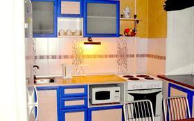 2-комнатная квартира, 80 м² посуточно, Независимости 8 за 10 000 〒 в Усть-Каменогорске