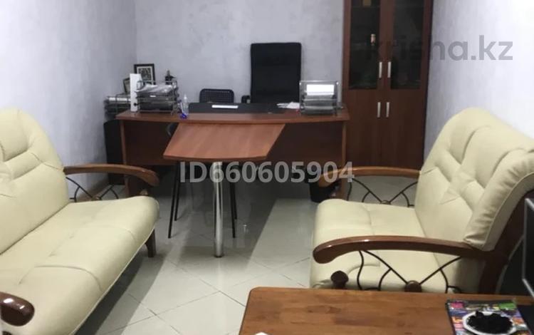 Офис площадью 90 м², 6-й мкр 4 за 300 000 〒 в Актау, 6-й мкр