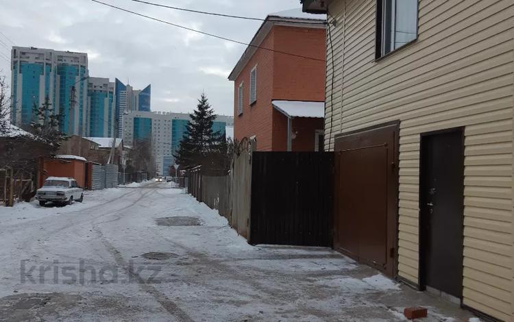 16-комнатный дом, 750 м², 10 сот., Пригородный, Ж.М.Чубары за 190 млн 〒 в Нур-Султане (Астана), Есиль р-н