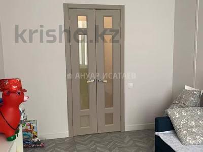 3-комнатная квартира, 77 м², 5/9 этаж, Каиыма Мухамедханова 27 за 33 млн 〒 в Нур-Султане (Астана), Есиль р-н — фото 7