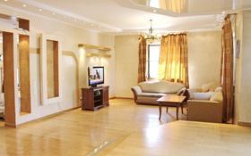 5-комнатный дом помесячно, 370 м², 9 сот., мкр Таугуль-3, Мкр Таугуль-3 за 350 000 〒 в Алматы, Ауэзовский р-н