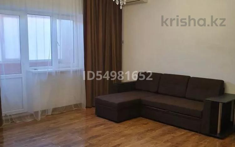 2-комнатная квартира, 67 м² помесячно, Жилгородок, улица 8 Марта 1 б — Шарипова за 160 000 〒 в Атырау, Жилгородок