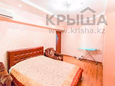 1-комнатная квартира, 42 м², 2/5 этаж посуточно, Макатаева 32 — Калдаякова за 6 999 〒 в Алматы, Алмалинский р-н — фото 2