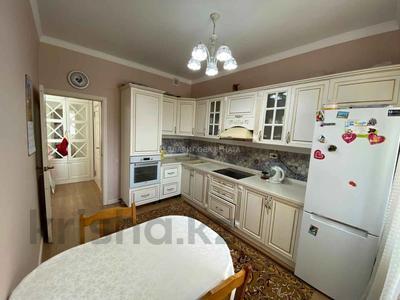 3-комнатная квартира, 80 м², 3/10 этаж, Ильяса Омарова за 35.5 млн 〒 в Нур-Султане (Астана), Есиль р-н