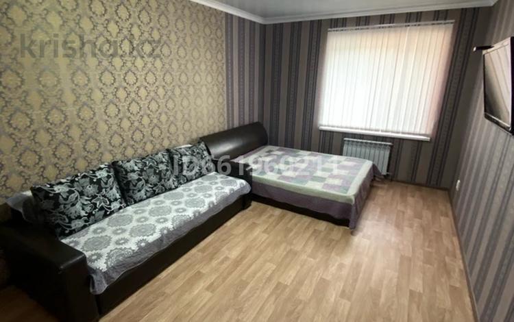 1-комнатная квартира, 42 м², 3/5 этаж по часам, 8 Марта 44 — Ауэзова за 2 000 〒 в Кокшетау
