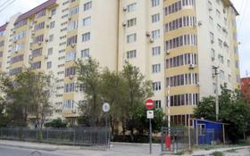 2-комнатная квартира, 76 м², 5/9 этаж помесячно, Кулманова 152 за 150 000 〒 в Атырау