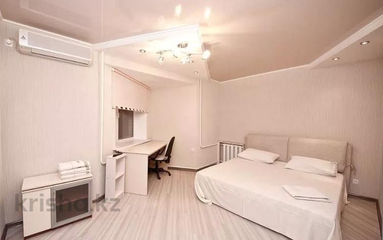3-комнатная квартира, 120 м², 5 этаж посуточно, Навои 72 — Жандосова за 15 490 〒 в Алматы, Бостандыкский р-н