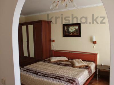 1-комнатная квартира, 32 м², 2/5 этаж посуточно, Азаттык 99а за 7 000 〒 в Атырау