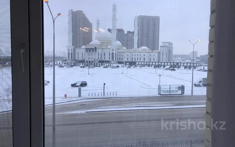 3-комнатная квартира, 120 м², 3/10 этаж, Байтурсынова — Касыма Аманжолова за 58 млн 〒 в Нур-Султане (Астана), Алматы р-н