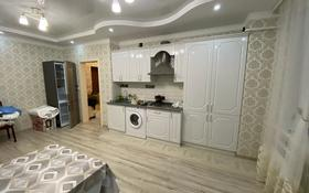 1-комнатная квартира, 48 м², 2/5 этаж помесячно, Молдагулова 57Д за 100 000 〒 в Актобе