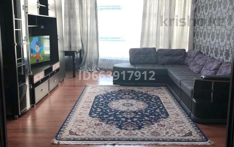 4-комнатная квартира, 138 м², 21/25 этаж посуточно, мкр 11 112 Б за 23 000 〒 в Актобе, мкр 11