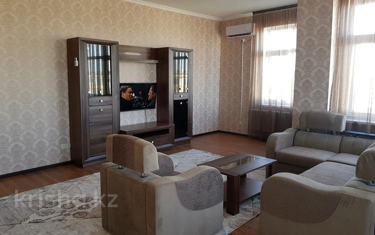 3-комнатная квартира, 135 м², 5/16 этаж посуточно, 7-й мкр 22 за 15 000 〒 в Актау, 7-й мкр