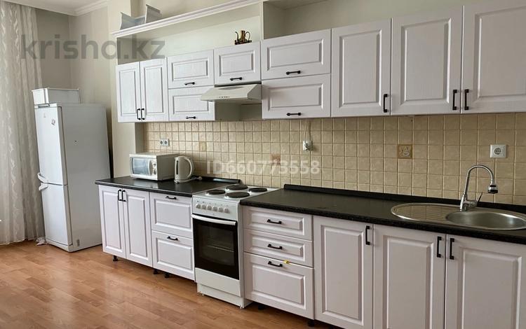 2-комнатная квартира, 90 м², 10 этаж, Кунаева 12/2 — Акмашит за 29 млн 〒 в Нур-Султане (Астана), Есиль р-н