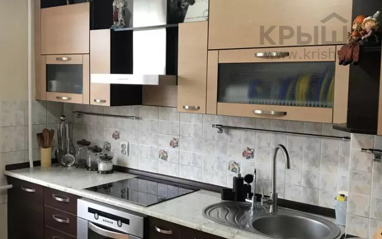 4-комнатная квартира, 96.2 м², 6/7 этаж, мкр Аксай-1А 5 за 31 млн 〒 в Алматы, Ауэзовский р-н