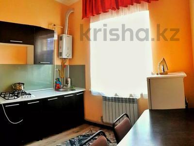 1-комнатная квартира, 36 м², 2/5 этаж посуточно, Тауке хан 220 — Елшибек батыр за 6 000 〒 в Шымкенте, Енбекшинский р-н — фото 2