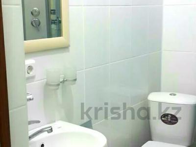 1-комнатная квартира, 36 м², 2/5 этаж посуточно, Тауке хан 220 — Елшибек батыр за 6 000 〒 в Шымкенте, Енбекшинский р-н — фото 3
