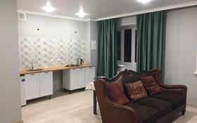 1-комнатная квартира, 40 м², 9/9 этаж посуточно, Бокенбай батыра 131 за 7 000 〒 в Актобе
