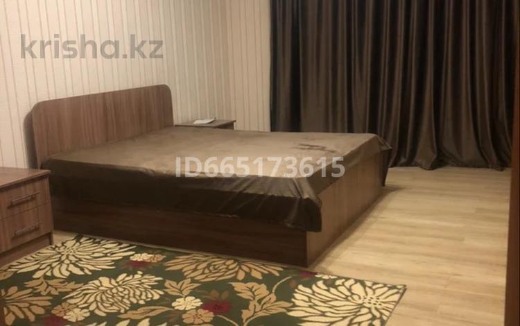 3-комнатная квартира, 90 м², 9/9 этаж помесячно, Алихана Бокейханова 17 за 200 000 〒 в Нур-Султане (Астана), Есильский р-н