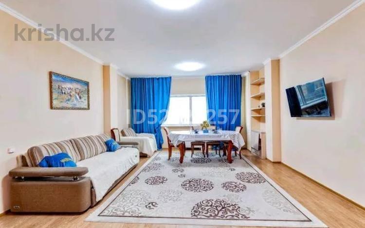 2-комнатная квартира, 110 м² посуточно, Достык 5 за 14 000 〒 в Нур-Султане (Астана), Есиль р-н