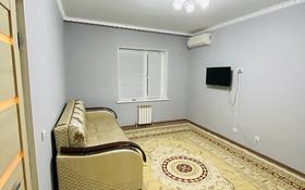 1-комнатная квартира, 37 м², 4/5 этаж посуточно, мкр Нурсая, Нурсая , проезд-2 1/8 за 8 000 〒 в Атырау, мкр Нурсая