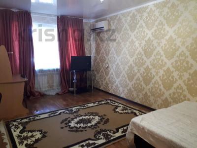2-комнатная квартира, 45 м², 1/5 этаж помесячно, Азаттык 60 за 110 000 〒 в Атырау