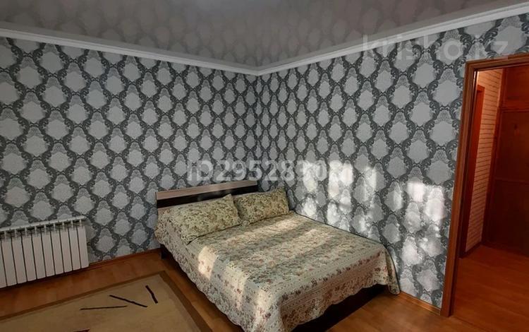 1-комнатная квартира, 32 м², 2/5 этаж посуточно, Жансугурова 112 за 6 000 〒 в Талдыкоргане