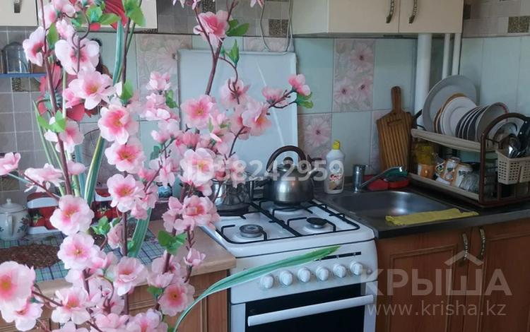 1-комнатная квартира, 35 м², 4/5 этаж посуточно, Самал 8 — Кунаева за 5 000 〒 в Талдыкоргане