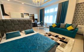 1-комнатная квартира, 60 м², 3/22 этаж посуточно, Кунаева — Акмешит за 12 000 〒 в Нур-Султане (Астана), Есиль р-н