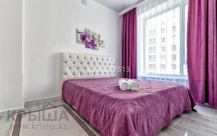 1-комнатная квартира, 80 м², 2/9 этаж посуточно, Айтеке би 14 — Мухамедханова за 15 000 〒 в Нур-Султане (Астана), Есиль р-н