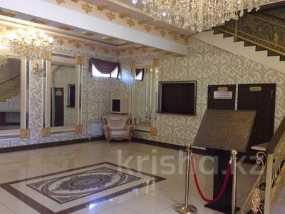 Здание, площадью 830 м², Микрорайон Степной-1 за 260 млн 〒 в Караганде, Казыбек би р-н